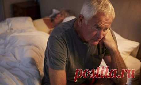 Как самостоятельно избавиться от депрессии пожилому человеку Если пожилой человек чувствует свою ненужность, немощность, он может замкнуться в себе и впасть в депрессию. Но возможно ли выйти из нее самостоятельно? Психологи считают, что преодолеть депрессию можно, главное— включить «антидепрессивные меры» в повседневную жизнь и заручиться поддержкой родственников, друзей.