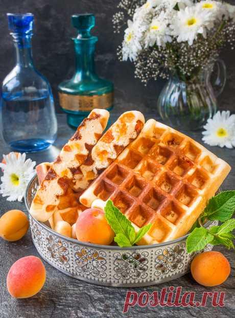 Абрикосовые вафли на сгущенке на Вкусном Блоге А>>>300 грамм== яйца 2 шт. ==сливочное масло 50 грамм ==разрыхлитель 1 ч.л. ==мука 250 грамм ==абрикосы 150 грамм