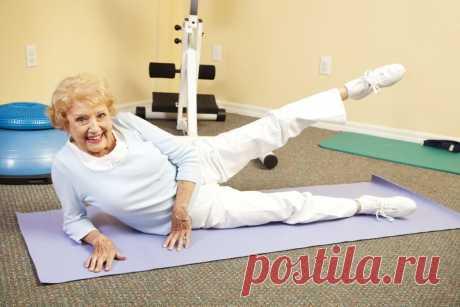 10 минутная зарядка для женщин пожилого возраста С выходом на пенсию у многих снижается активность и многие люди преклонного возраста уверены, что и вовсе не обязательно ухаживать за собой. Однако в действительности это не так! Ведь можно и даже нужно вести здоровый образ, чтобы чувствовать себя более бодрым. В этом Вам поможет 10-минутная зарядка. О ней мы сегодня и поговорим. Какие упражнения …