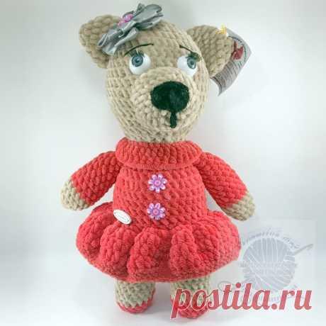 Плюшевая игрушка медведица в красном платье с бантом, 30 см Плюшевая игрушка медведица в красном платье с бантом, 30 см - Данная игрушка имеет очень красивый вид а складке на платье подчеркивают всё красоту изделия.Игрушка выполнена из плюшевой, велюровой пряжи что по своим тактильным характеристикам очень мягкая и теплая, глазки с ресничками. Очень необычное решение. Купить!