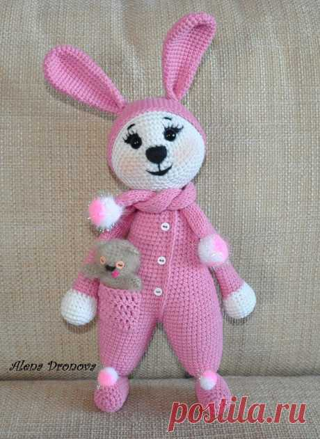 Мастер-класс по амигуруми: заяц в пижаме крючком