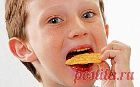 Исследователи доказали пагубное влияние чипсов на развитие детского мозга | KM.RU