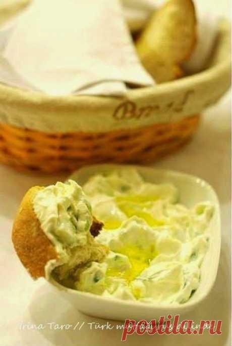 Соус Хайдари – это знаменитая закуска – мезе, однако его часто путают с закуской - Джаджик. Путаница возникает из-за того, что де...   Рецепты   Sa…