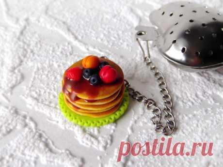 Подарок своими руками из полимерной глины: Сладкий декор ситечка для чая