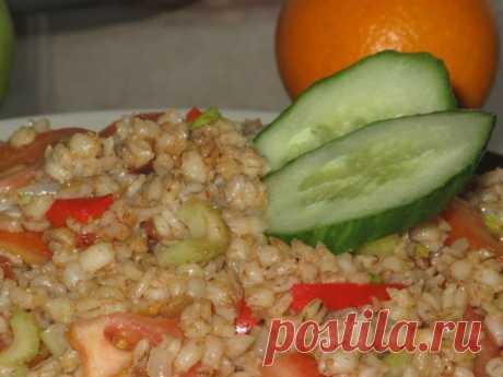Перловая каша с луком, сладким перцем и томатом в мультиварке