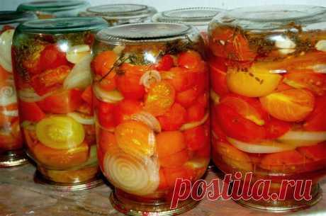 ПОМИДОРНЫЕ ПОЛОВИНКИ ПО-ПОРТУГАЛЬСКИ  ПРИГОТОВЛЕНИЕ: Взять крепкие зрелые мясистые помидоры и приготовить маринад:1,5 л воды, 2 стол.ложки соли без верха, 6 стол.ложки сахара, пряности - душистый перец, гвоздика, черный перец горошком, чеснок, мелкий лук, растительное масло, уксус.  Пряная зелень любая, чем больше видов, тем лучше, но обязательно петрушка и укроп. Я беру - тархун, иссоп, базилик, мята и мелисса по листику в банку. Воду, соль и сахар вскипятить. В литровые...