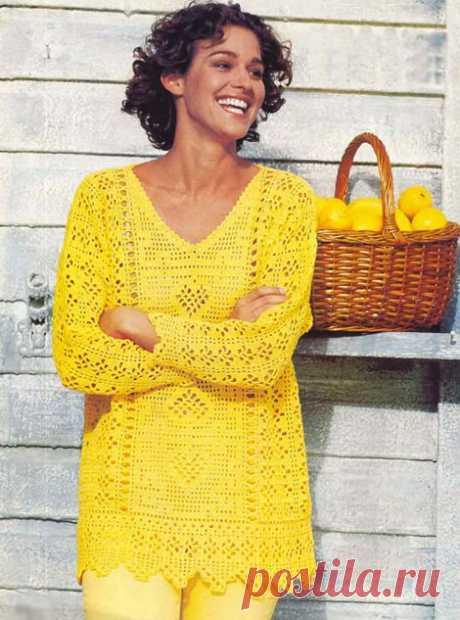 Желтый пуловер с коллажем узоров