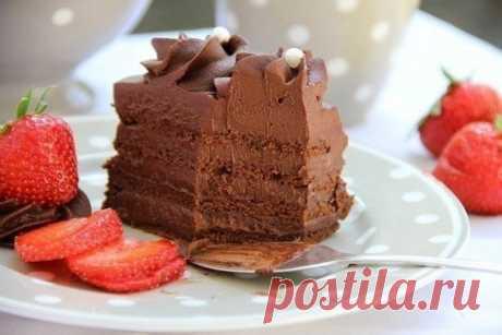 """Шоколадный торт """"Мечта""""  Ингредиенты: - 250 г темного шоколада (62% -70%)- 150 г сахара- 12 крупных яиц- 6 капель сока лимона / или 1 ч. л. винный каменьДля крема:- 500 г темного шоколада (62% -70%)- 1 л сливки- 2 ч. л. вани…"""