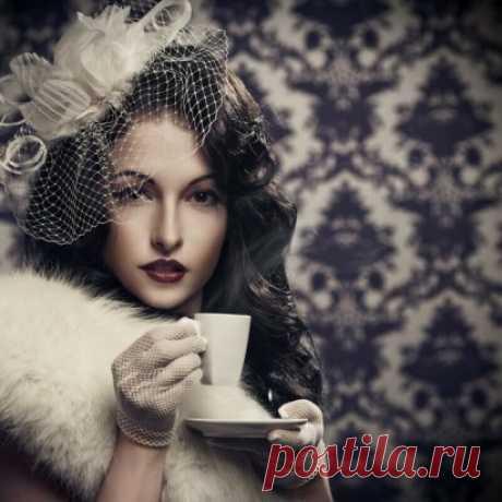 Ароматная чашечка кофе – это повод присесть отдохнуть. Поразмыслить о дне вчерашнем и на завтра планы черкнуть. Может, просто что-то обдумать, номер чей-то близкий набрать. Или так, банально журнальчик под знакомый мотив полистать.