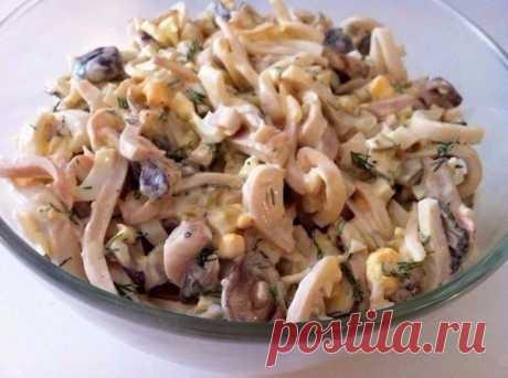 Как приготовить салат из кальмаров с грибами - рецепт, ингридиенты и фотографии