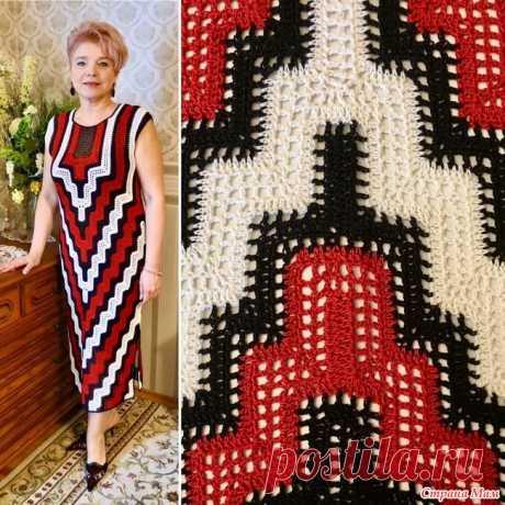 """Платье """"Перевёрнутая башня"""" от Lilia Vignan Платье сама не вязала. Нашла в интернете, делюсь. Эффектное платье из разноцветных полос выгодно подчеркивает фигуру. Простой крой компенсируется разноцветным узором."""