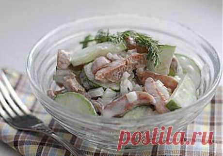 Салат с солеными грибами (рыжиками, груздями).