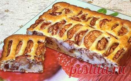 Яблочный пирог с изюмом на сметане