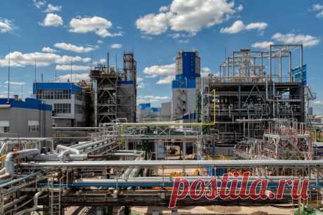 2021 июнь. АО «Новомосковская акционерная компания «Азот» – вековая история и современные технологии | Фоторепортаж. Комбинат — один из крупнейших предприятий химической промышленности в Европе. На комбинате производят большой ассортимент минеральных удобрений, аммиак, метанол, азотную кислоту, индустриальный газы. На предприятии работают около 3 тыс. человек