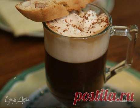 Кофе по-венски. Ингредиенты: кофе молотый, шоколад черный горький, сливки 33-35% В сливки иногда добавляют немного коньяка, рома или какого-нибудь другого ароматного алкоголя.