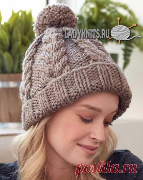 Вязанная спицами женская шапка из толстой пряжи. Описание