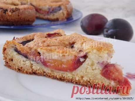 Яркий и вкусный пирог на сметане со сливами с восхитительной сахарной корочкой
