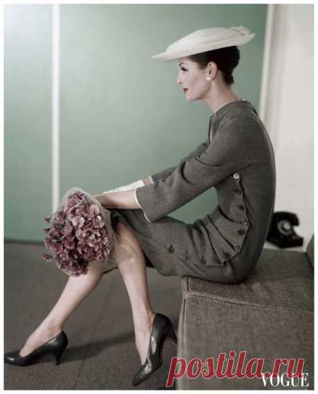Anne St.Marie  Vogue – February 1956  Photo Karen Radkai