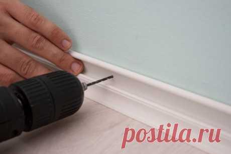 Несколько нехитрых методов крепления плинтусов к бетонной стене