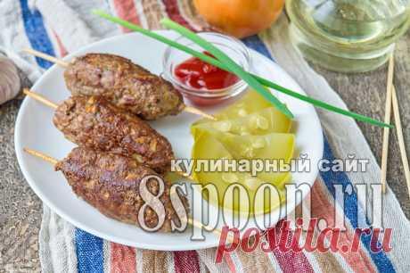 Lyulya-kebab en la sartén.