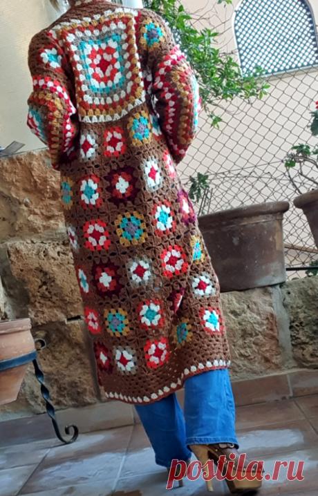 Совершенно влюблена в это вязаное крючком пальто в стиле бабушки-квадрата!