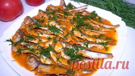 Нежная мойва в томатном соусе - Кулинарный Блог - медиаплатформа МирТесен Главная Все рецепты Вторые блюда Блюда из рыбы мойва – 500 гр. вино красное (полусухое или сухое) – 1 ст. вода (или рыбный бульон) – 1 ст. помидоры – 3 шт. чеснок – 6 зубчиков красный сладкий перец – 1 шт. хлеб – 5-6 ломтиков соль сахар растительное масло – 3 ст.л. зелень петрушки или укропа – для