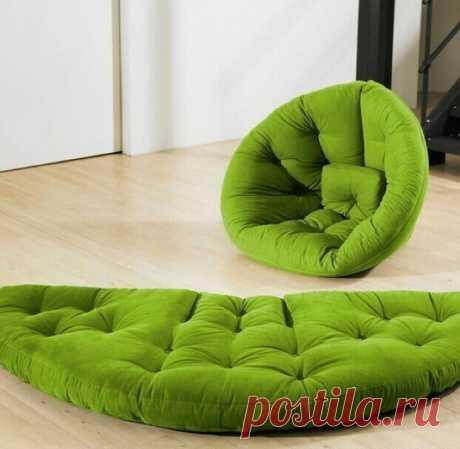Мягкое раскладное кресло пуф