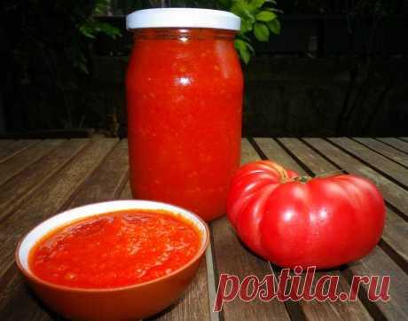 Pratik Domates Sosu Domatesin bol ve lezzetli olduğu bu günlerde yemeklerinize ve makarnalarınıza lezzet katacak domates sosunu hazırlayıp, kış aylarında kullanabilirsiniz.