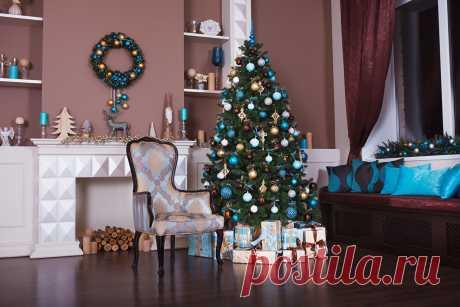 Картинки Рождество Новогодняя ёлка Интерьер Шарики Стулья Праздники