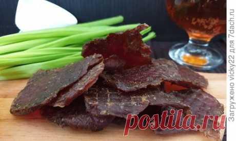 Джерки — это тонкие кусочки вяленого мяса. Это блюдо пришло к нам из далеких времен. В жарких странах, чтобы сохранить