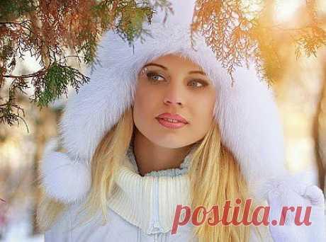 По пророчеству неясному.Счастье нынешней зимой.Встанет,снегом опоясано и останется со мной.(волшебная страна книг) к.н.