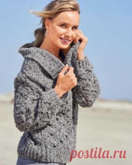 Вяжем повседневный свитерок для женщин Ажурный узор, выполненный из фасонной пряжи, выглядит необычно и броско, особенно в сочетании с оригинальным дизайном этого свитера.