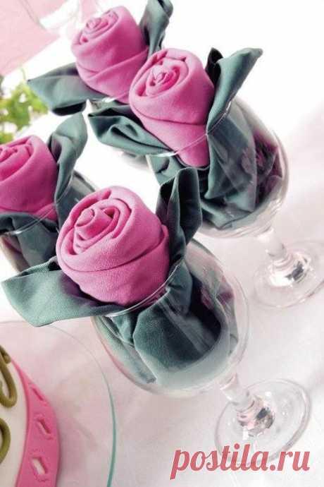 Розы из салфеток. Праздничная сервировка стола.