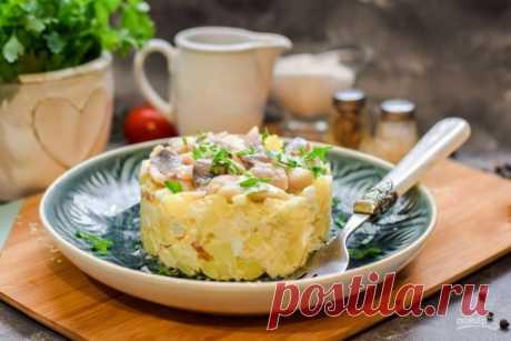 Норвежский салат с сельдью и яблоками
