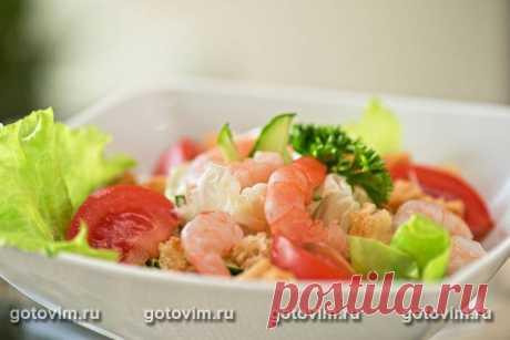 Рецепт Салат с креветками, кальмарами, оливками и кукурузой / Готовим.РУ