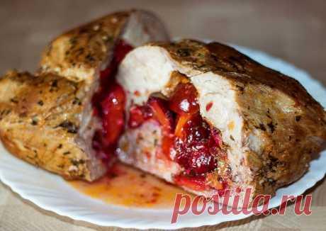 Свинина, запеченная со сливами - пошаговый рецепт с фото. Автор рецепта IrinaCooking . - Cookpad