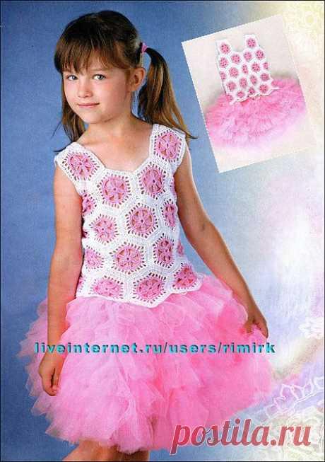 Бело-розовый топ из мотивов для девочки 6 лет (крючок). Есть схема вязания.