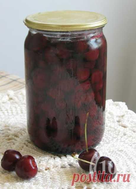La receta de la guinda para el invierno en propio jugo - el Acopio de las frutas y las bayas 1001 COMIDA