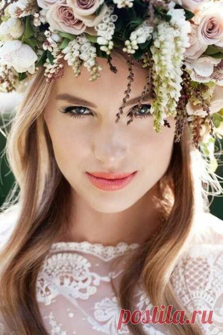 Свадебные прически с цветами: романтичный венок | WEDDING Рекомендует