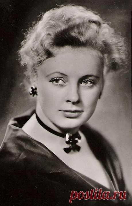 Алла Ларионова