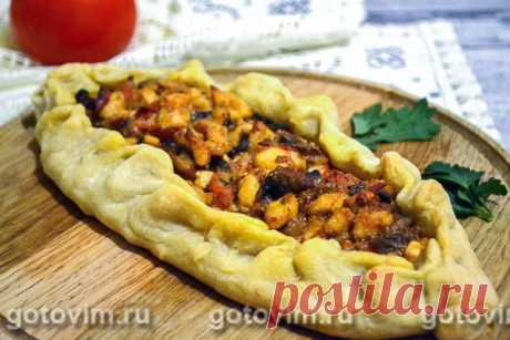 Пиде с куриным мясом и брынзой. Рецепт с фото Пиде - это традиционный турецкий пирог, который готовят в форме лодочки. Тесто для пиде готовят пресным, но благодаря насыщенной и сочной начинке, оно вбирает в себя все соки и становится очень вкусным. Классическая начинка для турецкого пиде состоит из мясного фарша (обычно используется баранина), помидоров, перцев и разнообразных пряностей. Сегодня мы приготовим классическую лепешку-пиде, для начинки будем использовать курино...