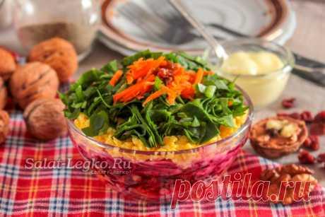 """Салат Дюймовочка с изюмом и морковкой Салат """"Дюймовочка"""" готовится с изюмом, морковкой и сыром, но, несмотря на простоту ингредиентов, получается очень вкусным.А наш рецепт с фото пошагово расскажет, как правильно его оформить, чтобы выглядел салат очень аппетитно!"""