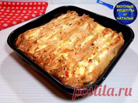 Необычайно вкусный пирог из теста фило.Рецепт пирога с творогом. Предлагаю вам очень вкусный пирог из теста фило.Сверху хрустящий и нежный,мягкий внутри.Для начинки использовала творог,сыр фета и овощи.Рецепт очень простой и легкий.ИНГРЕДИЕНТЫ:Тесто фило – 5 листовСыр фета – 100 грТворог – 200 грСладкий перец – 1 штЯйца – 2 штРастительное масло – 80...