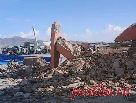 В горах Памира произошло сильное землетрясение. Если сейсмическая активность будет продолжаться, могут пострадать 5 миллионов человек.