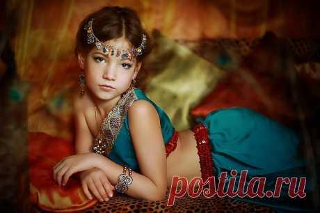 Красивые имена для девочек зарубежные: азиатские, восточные, европейские, еврейские, тибетские, азербайджанские, армянские, таджикские, казахские, грузинские, молдавские, узбекские. Топ 10 самых красивых имен для девочек