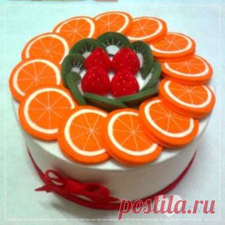 It's a BIG FRUIT cake box.. The size of this cake is 1:1 of the real cake of 3kg..