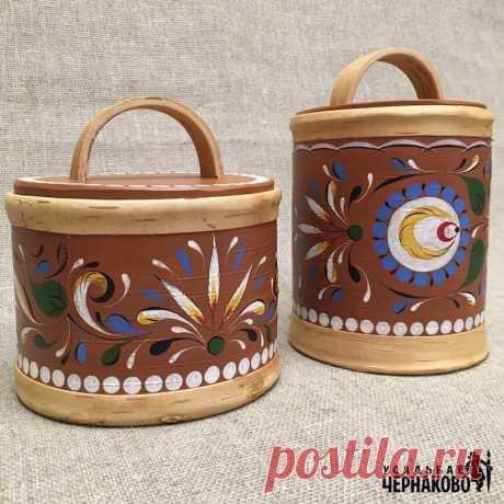 Береста – один из традиционных материалов для производства шкатулок, туесов, коробов, которые издревле использовали на русском севере. Натуральный материал, который отличается своей прочностью и естественной красотой.