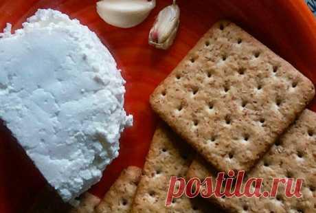 Маленькие «бутербродики» из хрустящих крекеров с сочной начинкой – настоящее наслаждение! | Рецепты от Димы | Яндекс Дзен