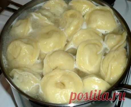 SUPER - DOUGH for pelmeni and vareniki. Note. ALWAYS pure kitchen. Remember a recipe highlight. Try!\u000d\u000aIngredients:\u000d\u000a✔ aerated water 1 of the Art. (the mineral water aerated)\u000d\u000a✔ egg of 1 piece\u000d\u000a✔ tsp salt 0, 5.\u000d\u000a✔ tsp sugar 0, 5.\u000d\u000a✔ vegetable oil of 4 tbsps.\u000d\u000a✔ flour 4 of the Art. (is possible less)\u000d\u000aIn a bowl to connect all components, except flour. To pour flour gradually because it at all different. To knead soft, elastic, brilliant dough that did not stick to hands and a table. In...