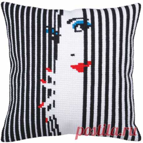 Collection d'Art Spying On You 2 - Stamped Needlepoint Cushion Kit 5358 - 123Stitch